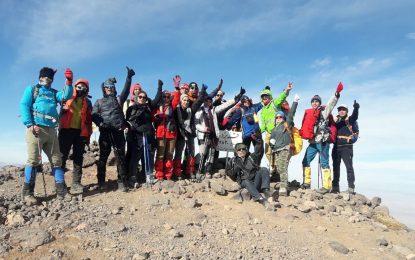 گزارش صعود به قله بزد